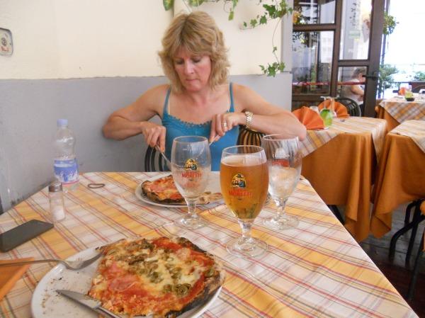 Authentic pizza in Napoli!