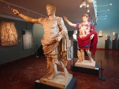Statue and reconstruction, Ashmolean Museum