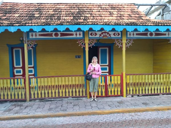 Clapperboard House, Isla Town