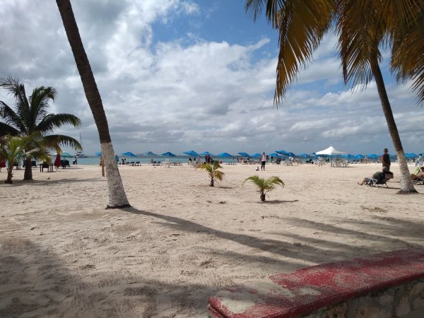 Playa Centro Beach, Isla Town