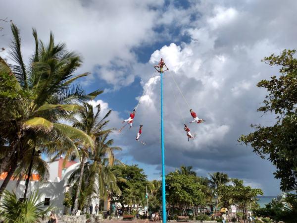 Papantla flyers in Playa del Carmen