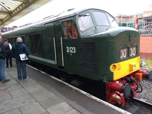 "Peak Type 4, D123 ""Leicestershire and Derbyshire Yeomanry"" at Loughborough station"