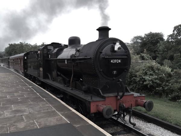 Midland 4F arriving at Oakworth