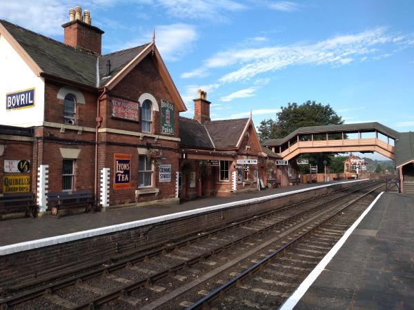 Bewdley station, early in the morning
